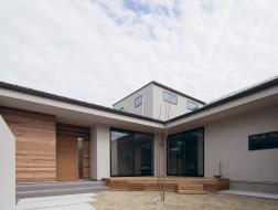 ミニマルな空間の家